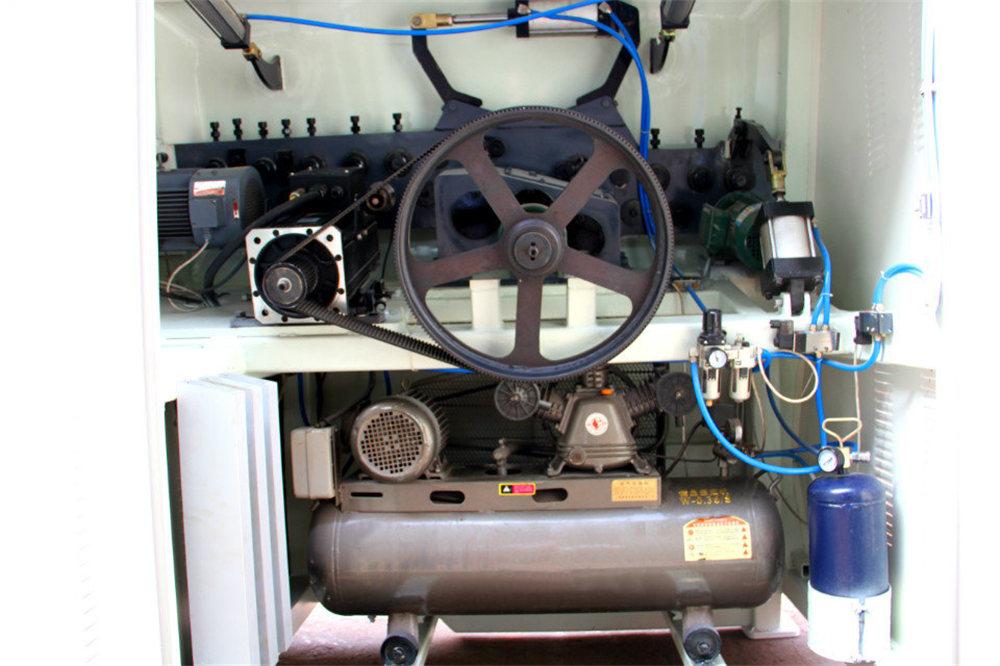 Máy uốn dây CNC